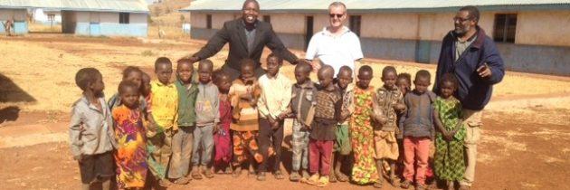 """KENYA – """"Hăinuțe pentru copii…"""""""